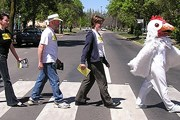 Походка Beatles на Abbey Road стала фирменной. // Google.com