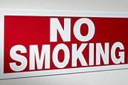 Курить будет нельзя как в номерах, так и в коридорах, барах, холлах и ресторанах. // GettyImages