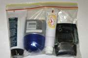 Закрывающийся прозрачный пакет с мини-емкостями для жидкостей и кремов // Travel.ru