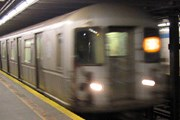 Поезд нью-йоркского метро // trekearth.com