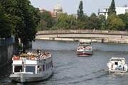 По реке Шпрее, которая проходит через центр Берлина, предполагается пустить катера-такси. // aidan.co.uk