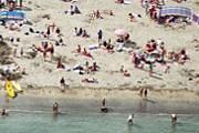 Больше всего на пляжах окурков. // GettyImages