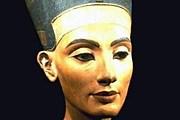 Бюст Нефертити немцы вывезли из Египта в 1913 году. // artsales.com