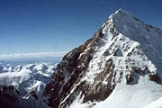 Из-за выходки американцев на Эвересте въезд туристов в Тибет ограничат. // alpclub.ur.ru