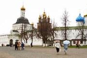 В мае 1822 года архимандрит Филарет дал благословение на сооружение торговых рядов и гостиницы напротив Лавры. // Travel.ru