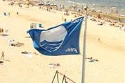 """В этом году """"Голубые флаги"""" имеют 2 579 пляжей мира. // jurmala.lv"""