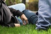 Гости Риги хотят лежать на траве. // GettyImages