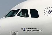 Кокпит самолета Air France с логотипом альянса SkyTeam // Airliners.net