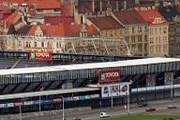 На фоне старинной Праги стадион смотрится ужасно. // wikimedia.org