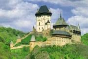 Замок Карлштейн принимает туристов до конца ноября. // dejepis.com