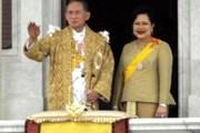 60-летие пребывания на троне король встретил в желтом. // thai-blogs.com