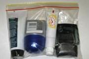 Жидкости можно проносить только в тюбиках, упакованных в пакет. // lawa.org