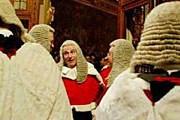 Какими только вопросами не занималась Палата лордов на протяжении веков. // eur.news1.yimg.com