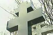 Туристы приезжают на Сент-Женевьев-де-Буа поклониться могилам великих эмигрантов. // НТВ