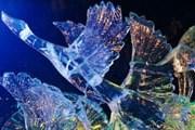 Интерьер дворца украшен ледяными скульптурами. // GettyImages