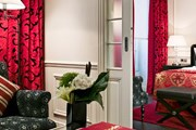 Черный и белый составляют основу цветовой гаммы в оформлении номеров. // hotelkeppler.com