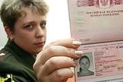 Дети до 14 лет могут покидать страну при условии, что они вписаны в паспорта родителей. // Известия