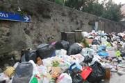 Неаполь по-прежнему завален мусором. // PAP