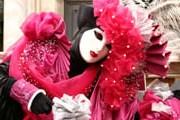 Карнавалы в Италии продолжаются с начала января. // hovercraft-italia.it