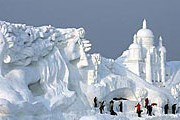 Длина скульптурной композиции — почти 200 метров. // newsru.com