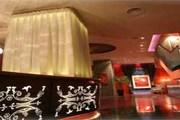 Лобби в отеле Luxe Manor // asiatravel.com