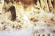 2001 год, подрыв талибами статуй Будды. // CNN