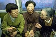В японском метро уступают место женщинам. // GettyImages
