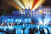 Самый знаменитый аттракцион парка - спектакль Cinéscénie. // sunmarina.com