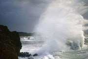 Туристы едут смотреть на шторма в Канаду. // nilsen.ru