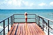 В первую очередь Крым привлекает туристов пляжами. // Travel.ru