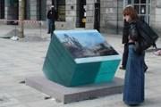 Напротив каждой достопримечательности установлена репродукция картины с ее изображением. // bryla.pl