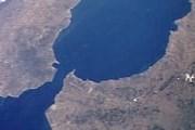 Гибралтар — заморская территория Великобритании на юге Пиренейского полуострова. // Wikipedia