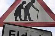 """Дорожный знак """"Осторожно, пожилые пешеходы"""" // Lenta.ru, east-ayrshire.gov.uk"""