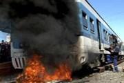 Подожженный пассажирами поезд // Reuters