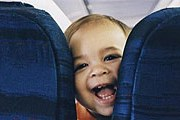 Шумные дети в самолетах нравятся не всем. // airfarewatchdog.com