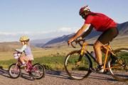 Люди передвигаются по стране пешком, на велосипедах, байдарках или лошадях. // GettyImages