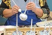 Туристы увидят процесс превращения капли стекла в елочную игрушку. // Интерфакс