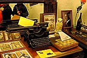 В музее прдставлены предметы, расказывающие о писателе. // dombulgakova.ru