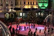 На катке проводятся танцевальные представления и выступления музыкантов. // ticino.ch