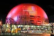Проекция на здании Глобен известила жителей Стокгольма о начале года астрономии. // Bertil Ericsson / Scanpix