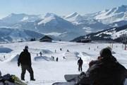 Некоторые гости здесь впервые встают на лыжи, а потом становятся увлеченными горнолыжниками. // finpo.ru