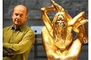 Скульптор и его произведение // artnewsblog.com