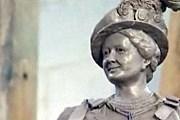 Макет памятника королеве-матери // BBC