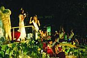 Красочная процессия Vía Blanca de las Reinas // mdzol.com