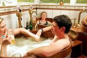Пивные ванны популярны на курортах. // New York Times