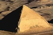 Возведение пирамиды приписывается фараону Снофру. // ancient-egypt.org