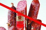 Колбасу придется либо съесть, либо отдать таможенникам. // коллаж Travel.ru