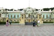 Мариинский дворец расположен на правом берегу Днепра. // Wikipedia
