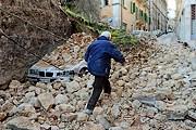 """Землетрясение в Абруцци стало самым крупным стихийным бедствием в Италии. // РИА """"Новости"""""""