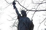 Трехметровая копия статуи Свободы украшает Люксембургский сад. // travel-rest.blogspot.com